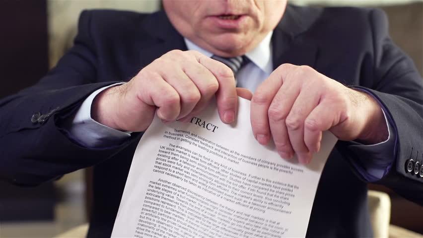 هرگونه اختلاف فردی بین کارگر و کارفرما ناشی از اجرای قانون کار یا موافقتنامه ها و پیمانهای دسته جمعی، در مرحله اول از طیق سازش مستقیم و در صورت عدم حصول سازش از طریق مراجع حل اختلاف کار رسیدگی خواهد شد.